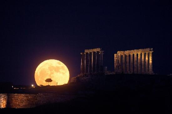 C'ERA UNA VOLTA IN GRECIA – L'ALLEGORIA DELLA TRAGEDIA GRECA RACCONTATA AI PIU' PIGRI